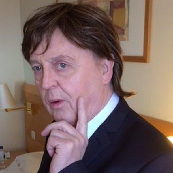 Paul McCartney Impersonator